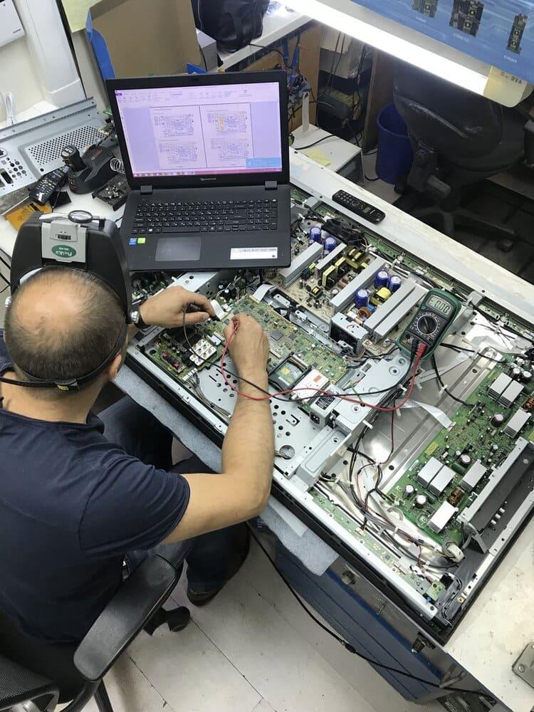 мастер по ремонту техники